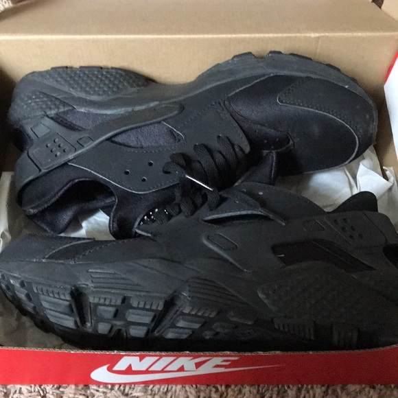 Nike Other - NIKE AIR HUARACHES